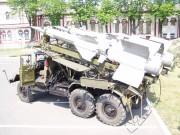Přepravník raket TZM PR-14 s raketou 5V27